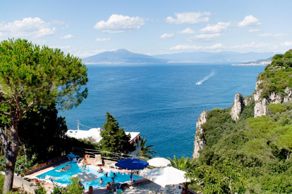 Benvenuti villa carolina capri for Capri villa